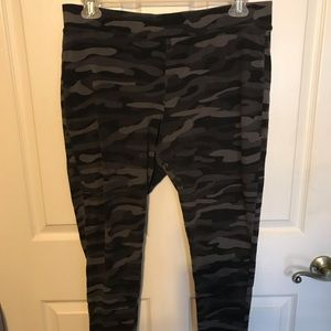 Women Leggings Size 3X gray Camouflage